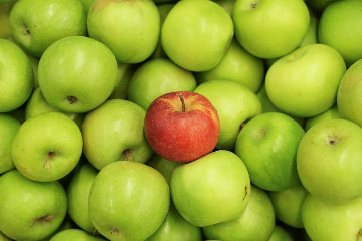Green apple, red apple